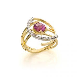 Sabine Eekels - 18 kt geelgouden ring met een ovale, roze saffier en diamanten gezet in witgoud