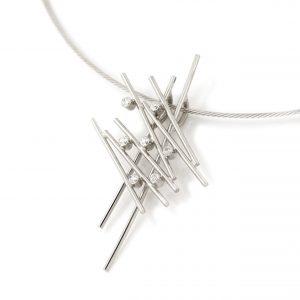 Sabine Eekels - 14 kt witgouden staafjes hanger met diamanten