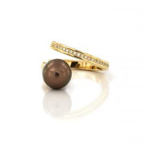 Sabine Eekels - 18 kt moderne parelring met een mooie brons/bruine Tahiti parel en diamanten