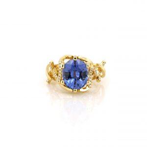 Sabine Eekels - 18 karaat geelgouden ring met een werkelijk fantastische ovale, blauwe saffier van 6.44 ct