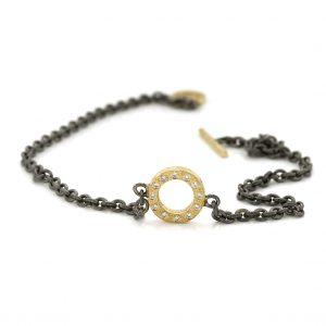 Zilveren armband met gouden open cirkel bezet met diamenten artikelnr BE.azgd.20.12x005