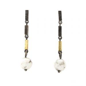 oorbellen-zg-goud en zilveren staafjes en howliet kraal BE.ozg.0007