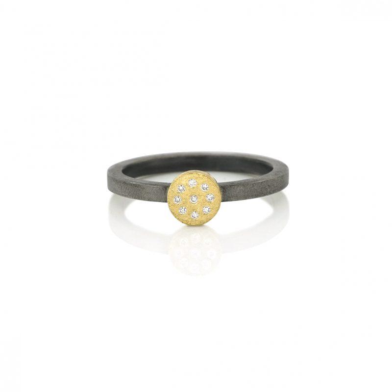 stackring zilver met gouden cirkel met diamanten BE.rzgd.21.9x005