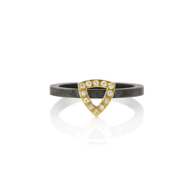 stackring zilver met gouden driehoek met diamanten BE.rzgd.50.12x005